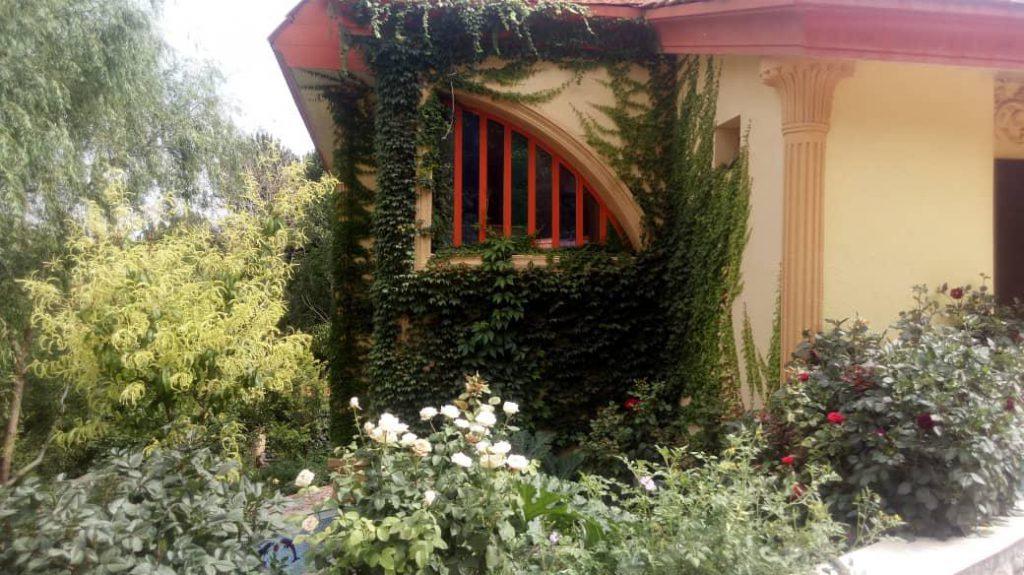 اجاره ویلا جنگلی استخردار بسیارتمیز دوبلکس در باغ بهادران